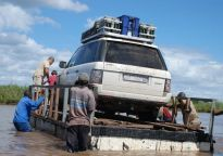 Homemade ferry crossing the Limpopo River (courtesy of http://www.4x4community.co.za/forum/showthread.php?t=73230)
